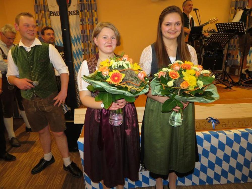 Blümensträuße für die Patenbräute v.l. Jutta Hemm und Anna-Lena Bruckmeier