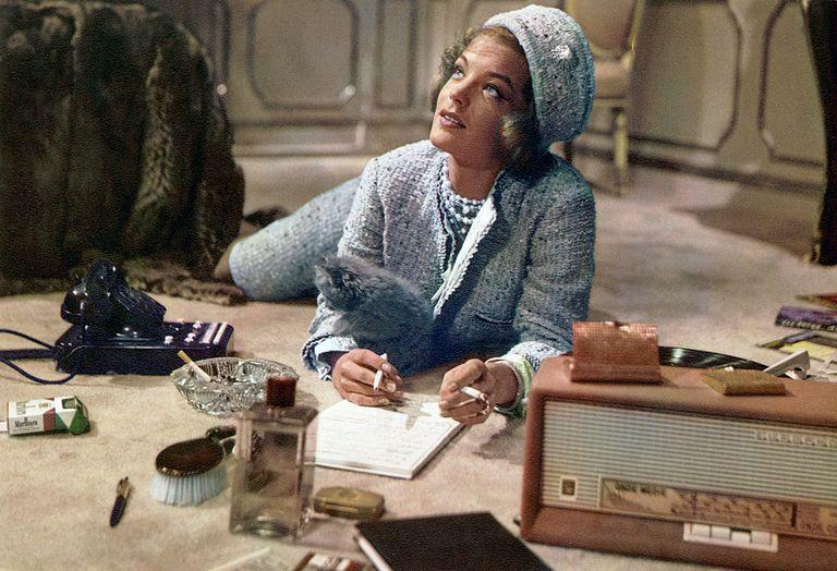 Romy Schneider sul set di Boccaccio '70 in total look Chanel