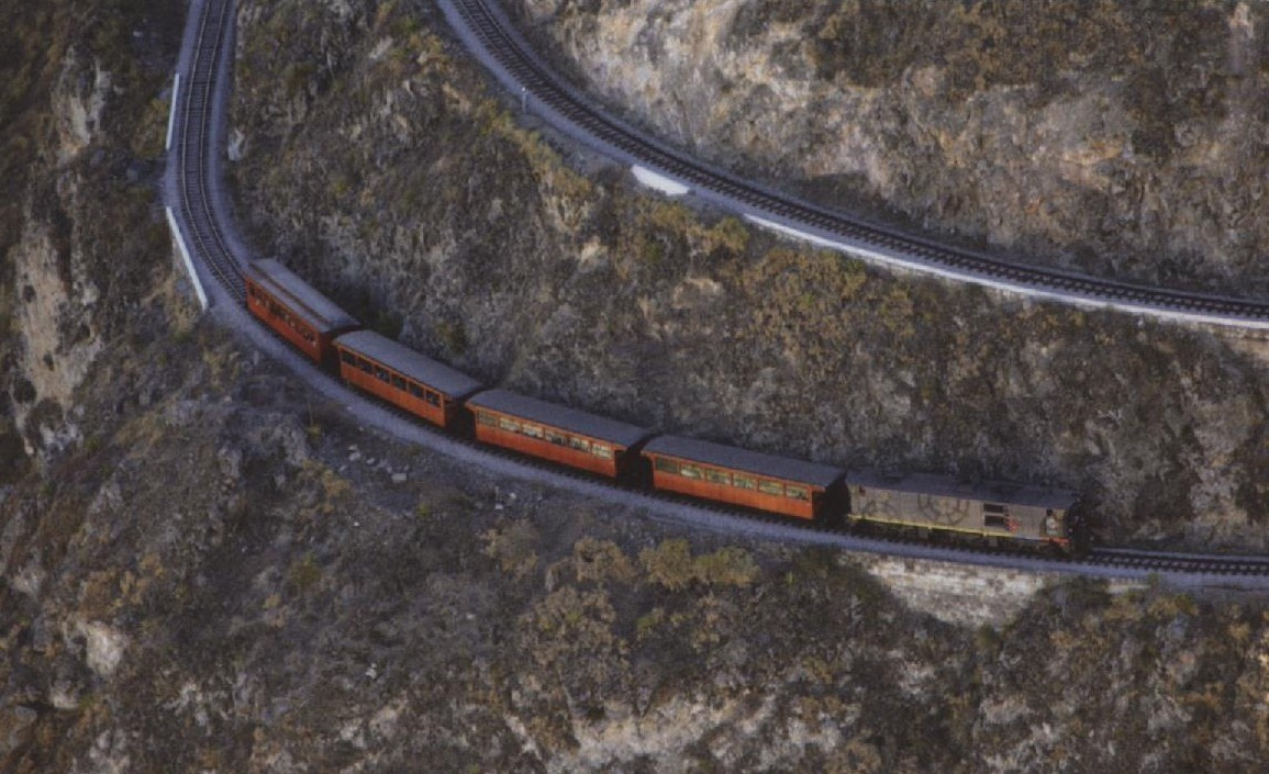 Teufelsnase - Im Zickzack geht es den Berg hinauf, Foto: Tren Ecuador