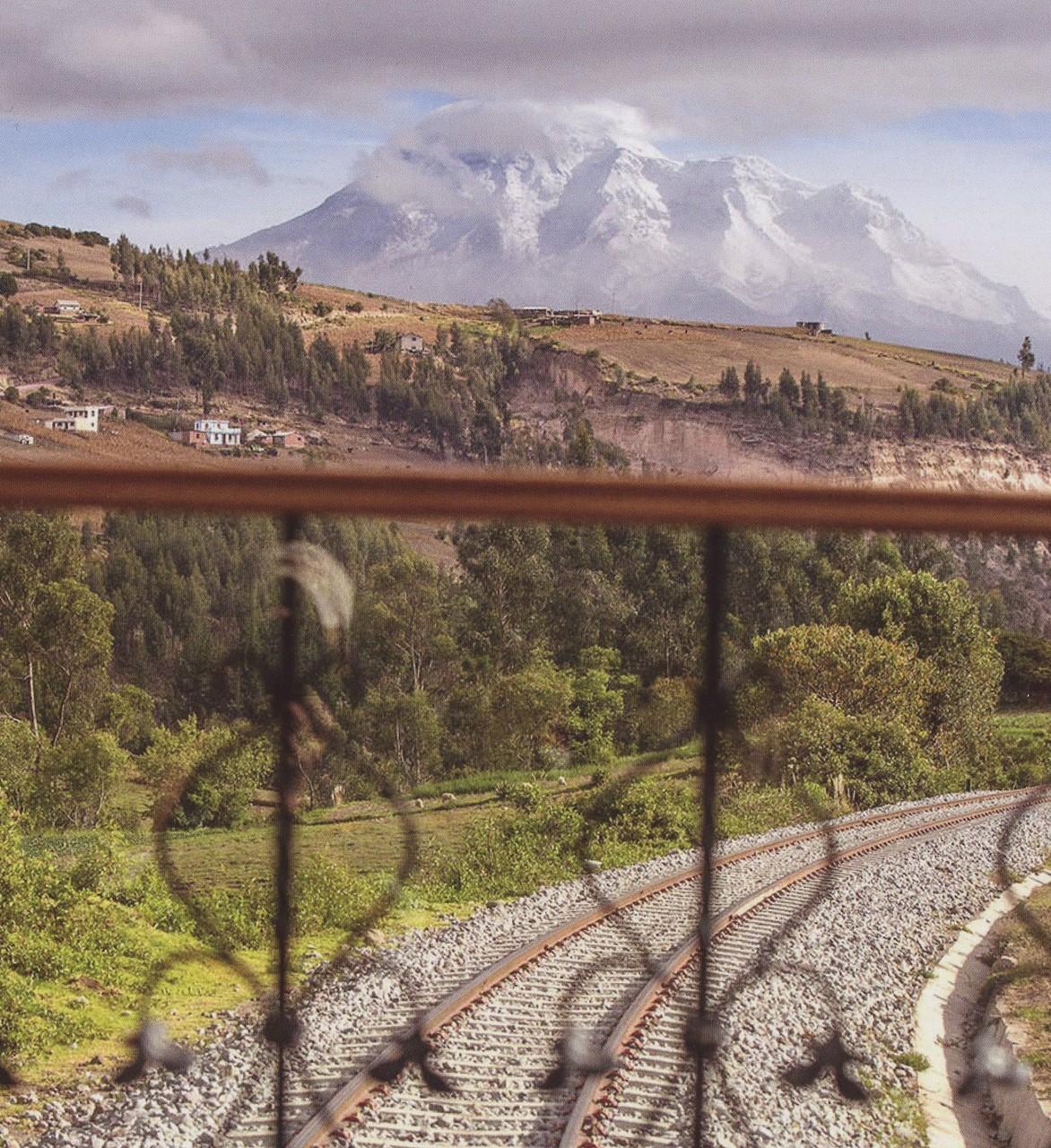 Im Tren Crucero durch Ecuador mit Blick auf den Chimborazo, Foto: Tren Ecuador
