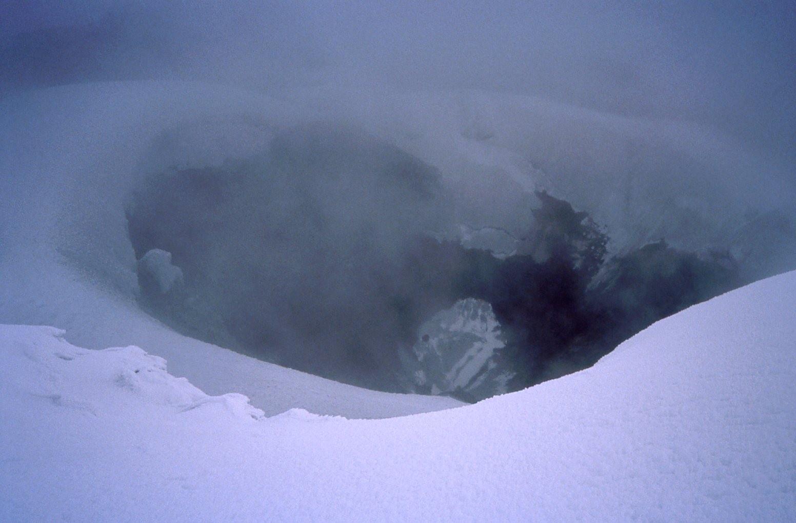 Auf dem Cotopaxi (5897m) am Kraterrand