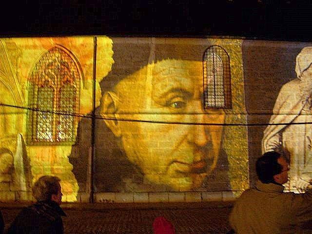 Projection sur le mur de l'Hôtel Dieu