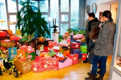 Foto: BFMUZ, Wunschbaum mit Geschenken