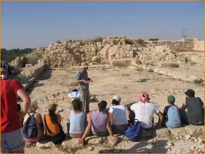Die 2200 Jahre alte Synagoge wird uns erklärt