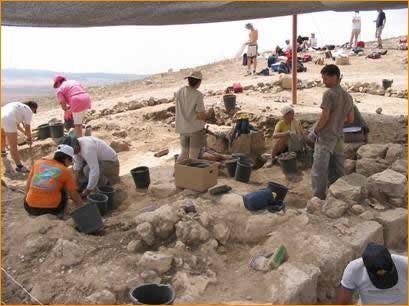 Ausgrabung eines Steinhauses