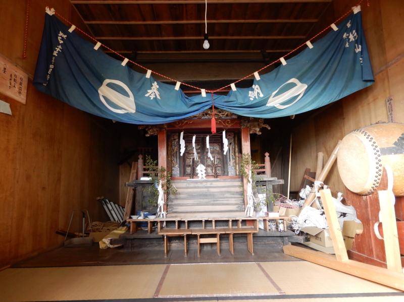 f04-2 鹿田山の赤城神社本殿