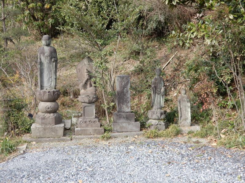 h03-4 清泉寺石碑群