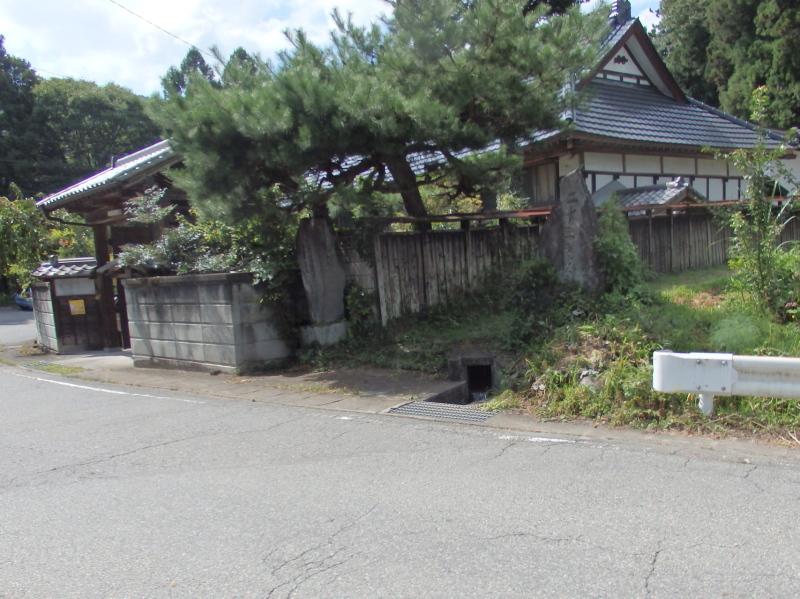 e29-3 深沢の赤城神社入り口