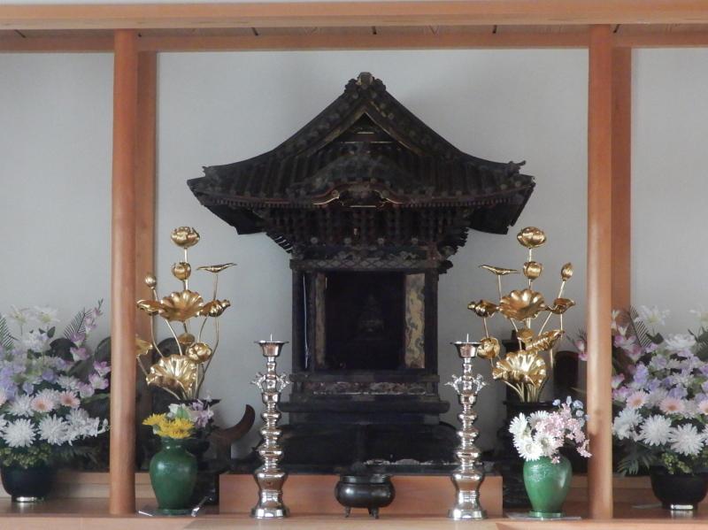 d02-2 旧普門寺 厨子と仏像