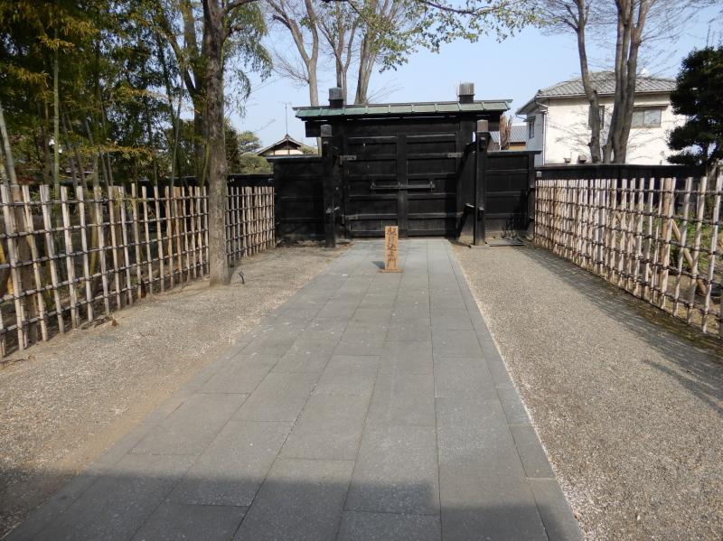 i27-8 満願寺駆け込み門