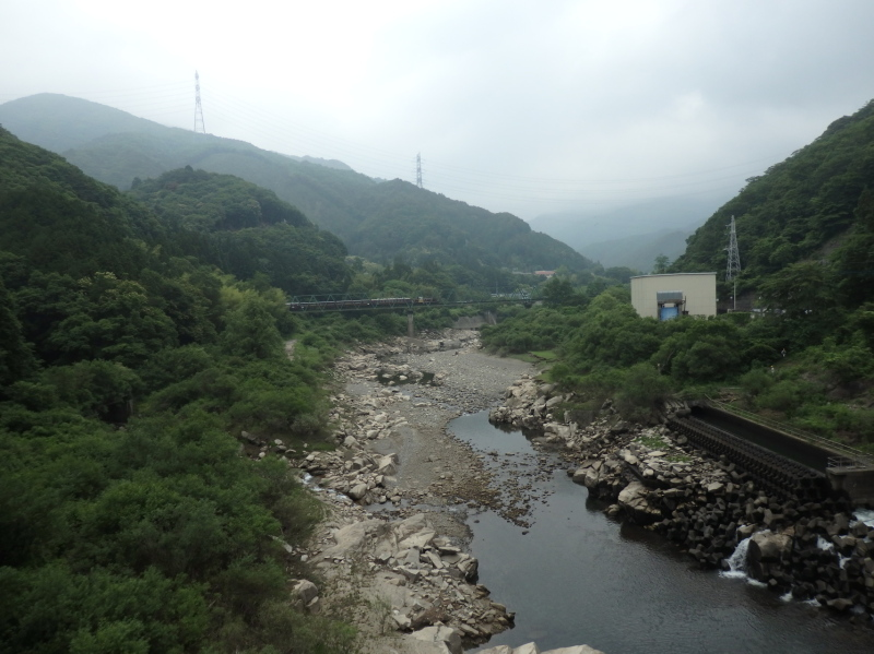 b13-2 東宮橋より上流側(ダムの水がない時)