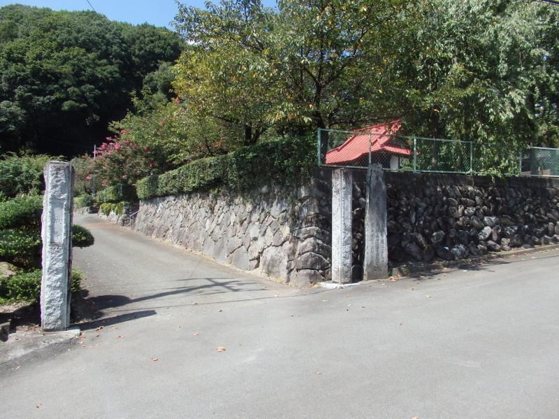 f08-1 覚成寺入口
