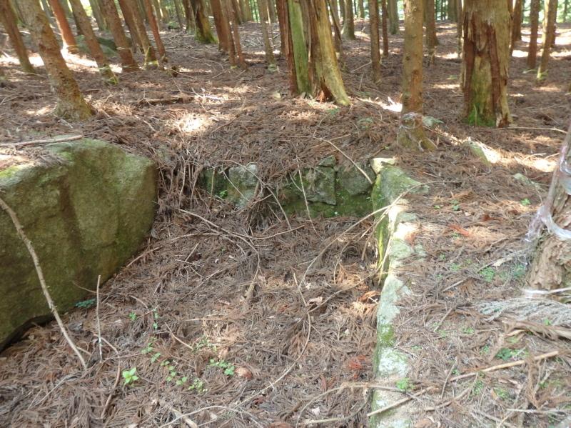 a25-1 平石(大名峠と小名峠の間)に残る水飲み場