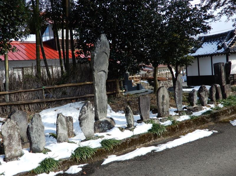円正寺の石碑群