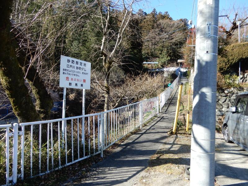 前田原方面に向かう道