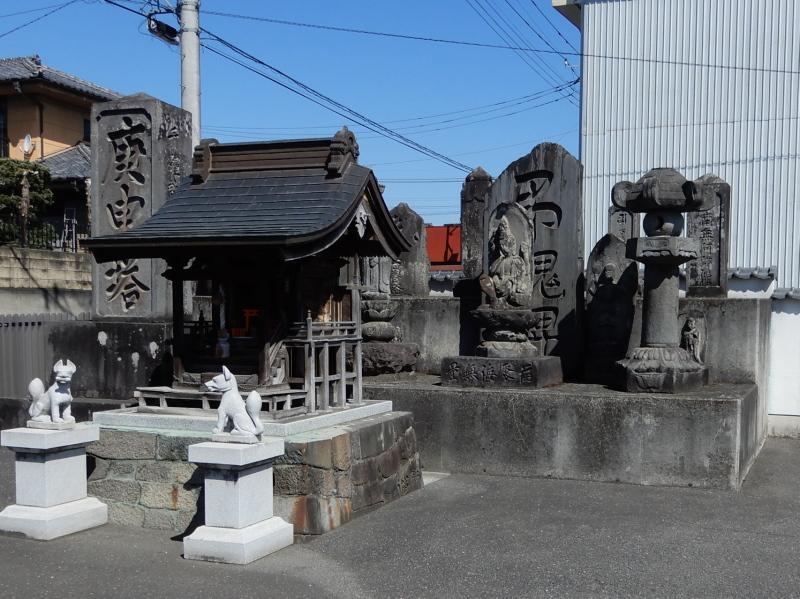 g21-2 光栄寺門前の石碑群