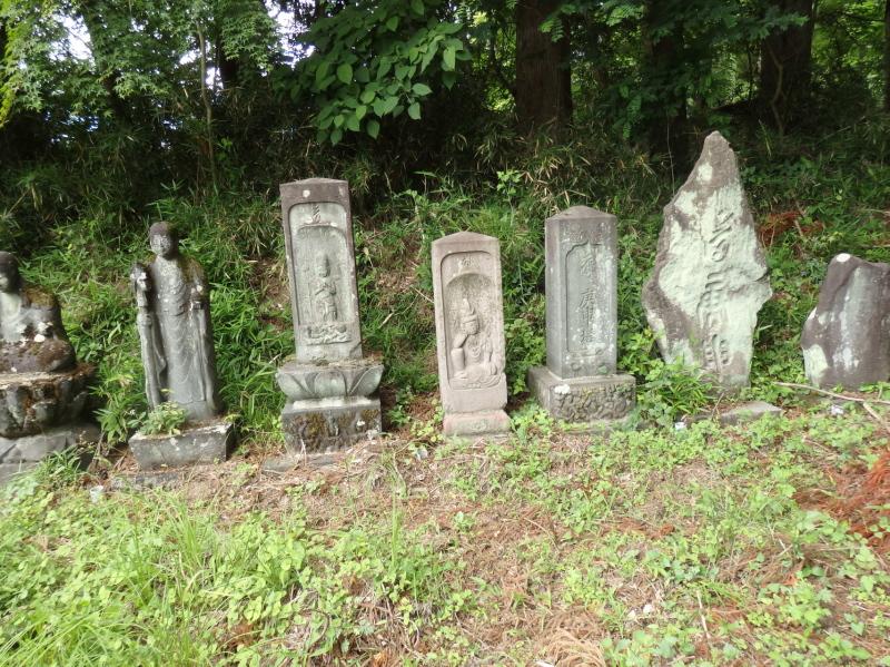 e06-4 観音堂の石碑群