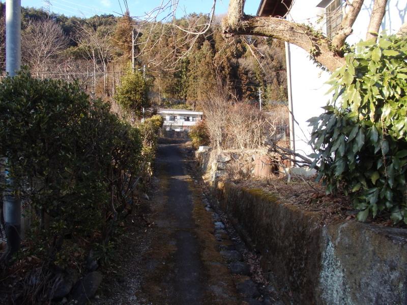 b11-3 坂の上左が銅蔵跡