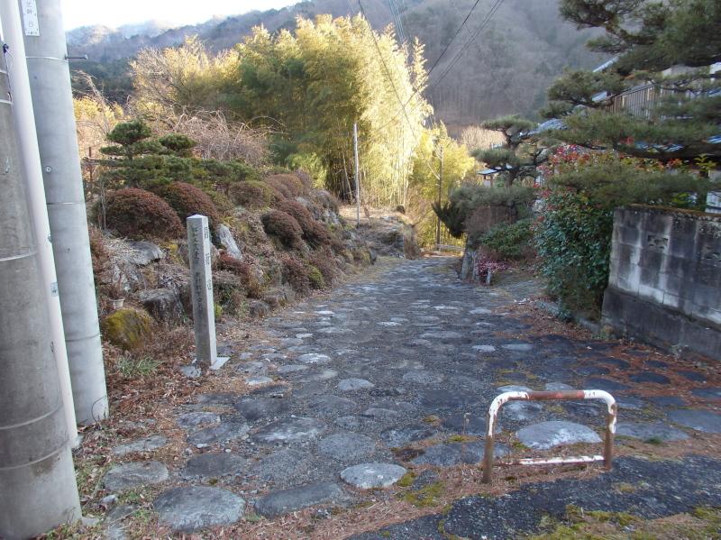 b11-4 石畳の道