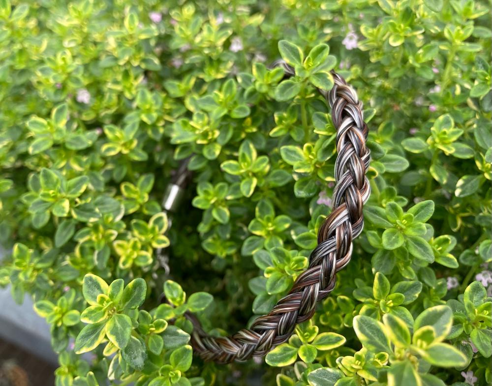 Halbrund geflochten mit Haaren von 4 Pferden