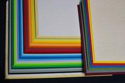 Im Druckladen Erlangen bieten wir Ihnen über 30 verschieden Kartons für die Deck- und Rückseite Ihrer Drahtkamm-, Plastikspiral- & Klebebindung