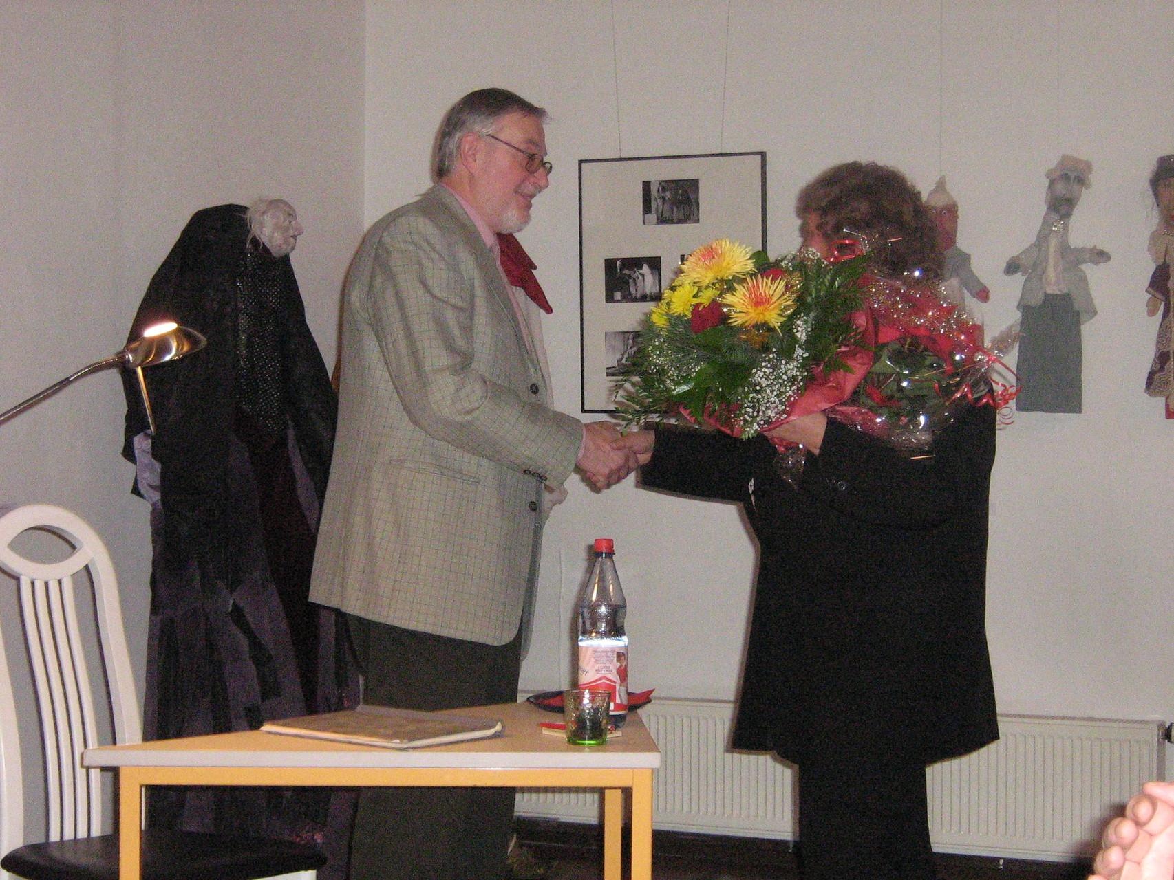 Buchpremiere Meerane, mit Stadtbibliotheksleiterin A. Albrecht