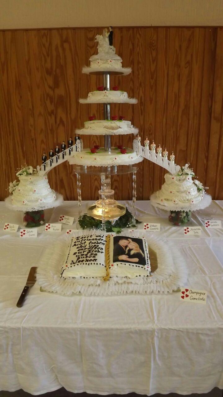 Hochzeitstorte 11 stöckig mit Buch und Springbrunnen