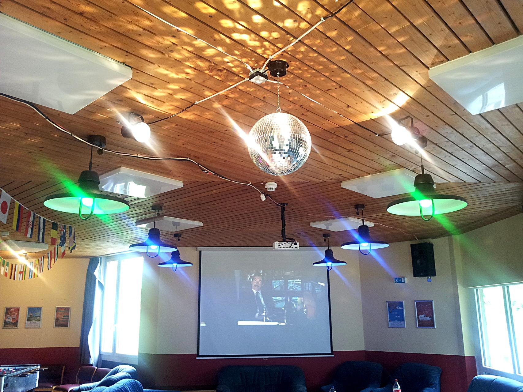 Clubraum in Haus 8 - Discokugel