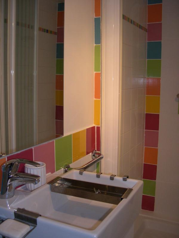 salle d'eau privative avec Wc  dans chambre /salon au rez-de-chaussée