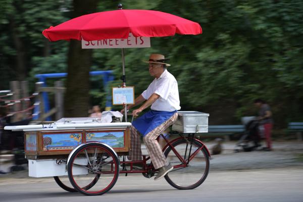 Los geht es mit dem Dreiradl