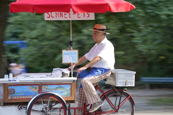 Sig. Rossi mit dem Dreiradl