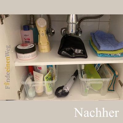 Waschtischunterschrank nachher. Kisten ermöglichen den hinteren Stauraum besser zu nutzen