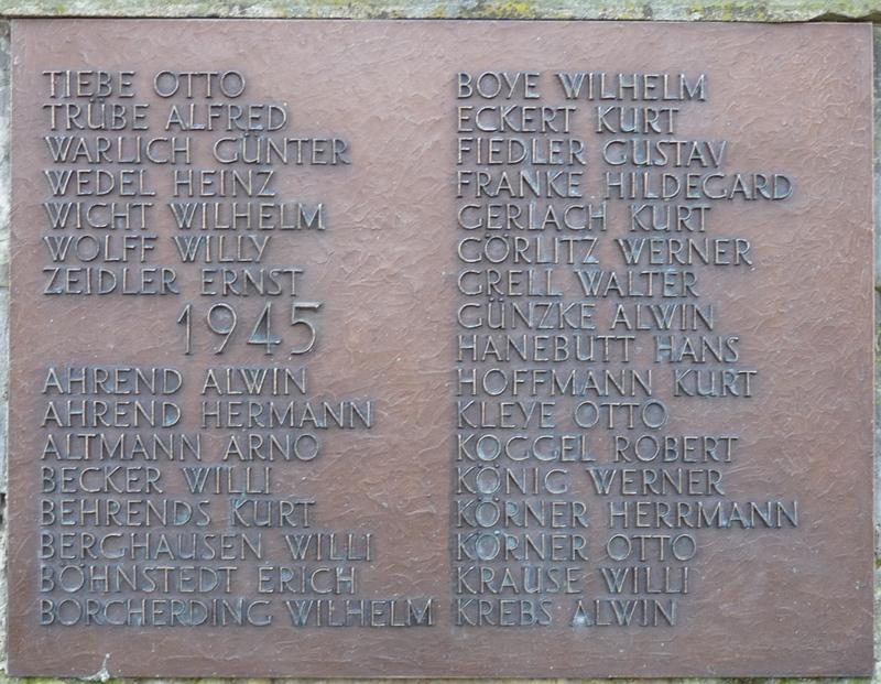 Die Namenstafeln und die Titeltafel wurden aus Kupfer gegossen.