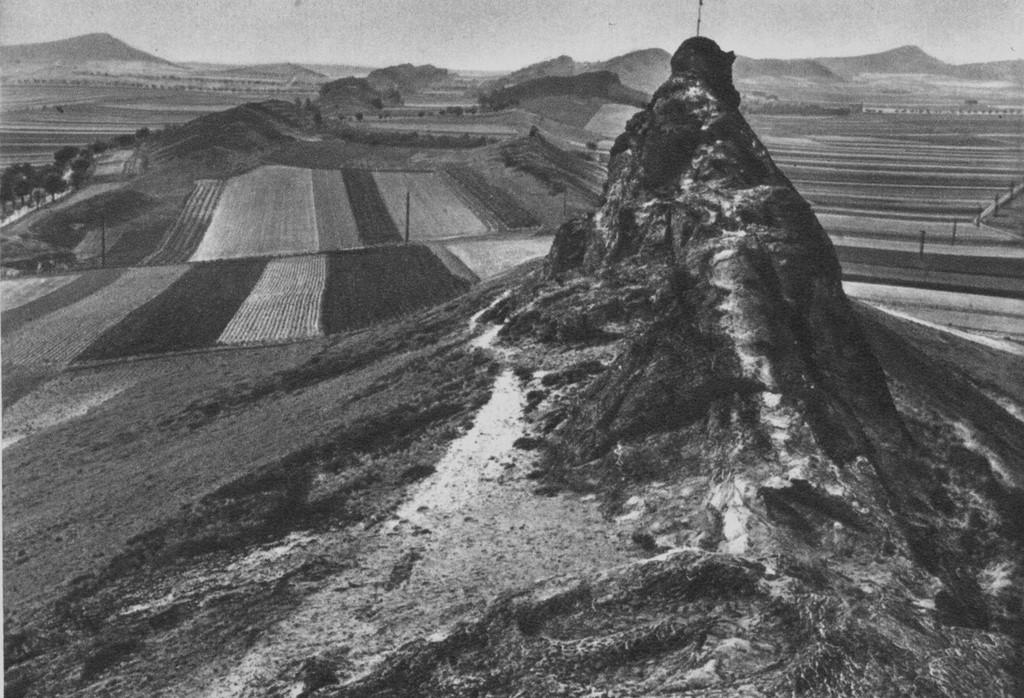 Sicht um 1930 auf dem Fels entlang nach Westen