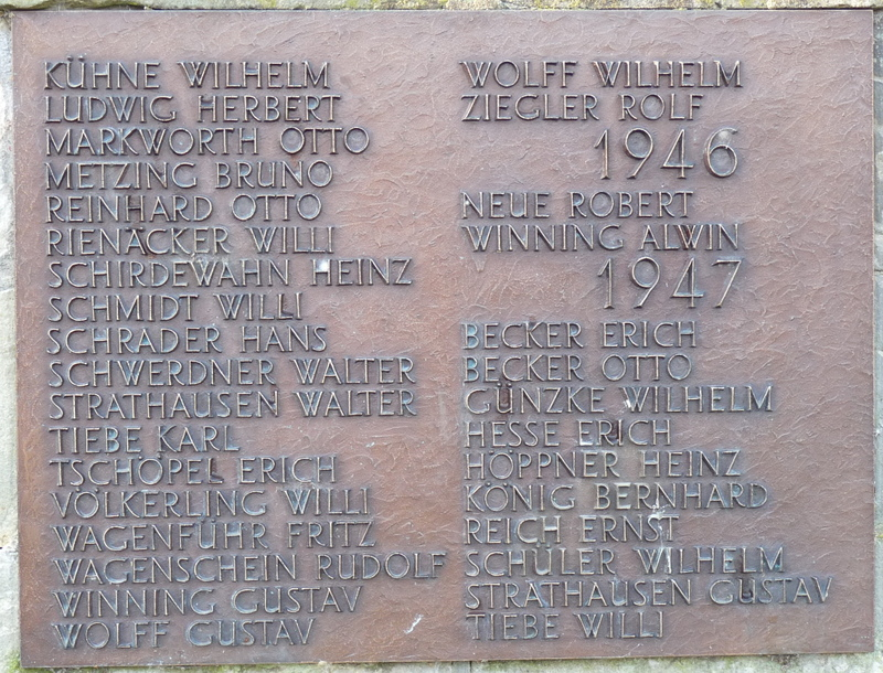 Die Namenstafeln wurden im Rondell an der Wand befestigt.