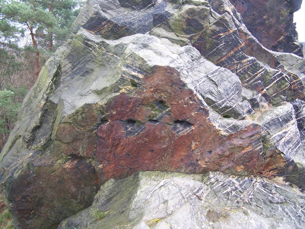 Keilstellen an vielen Felsen