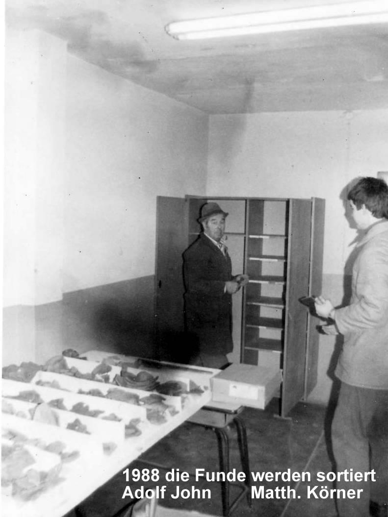 1988 Die Funde werden sortiert