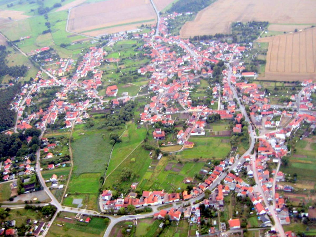 Blick auf Dorfmitte von Osten