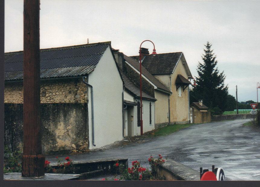 accès depuis l'entrée du village côté Lourdes