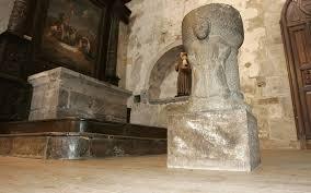 l'autel des cagots , dans une partie séparée de l'église