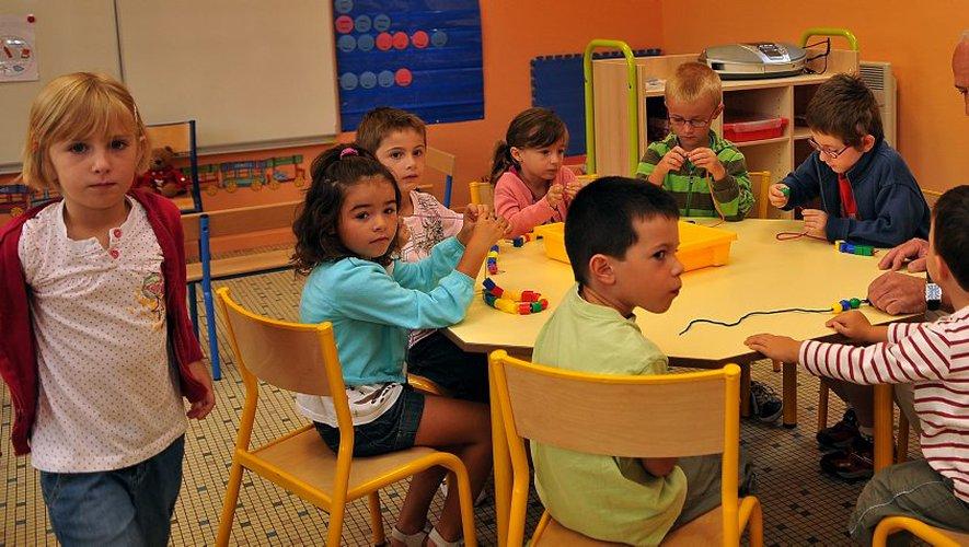 dans la classe de maternelle en pleine activité