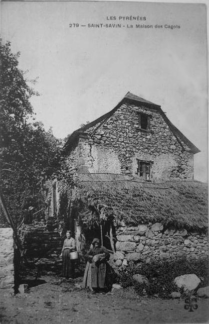 Maisons de cagots dans le quartier Mailhòc (maillet de bois), Saint-Savin, carte postale ancienne (1906). Cette maison aurait été démolie.
