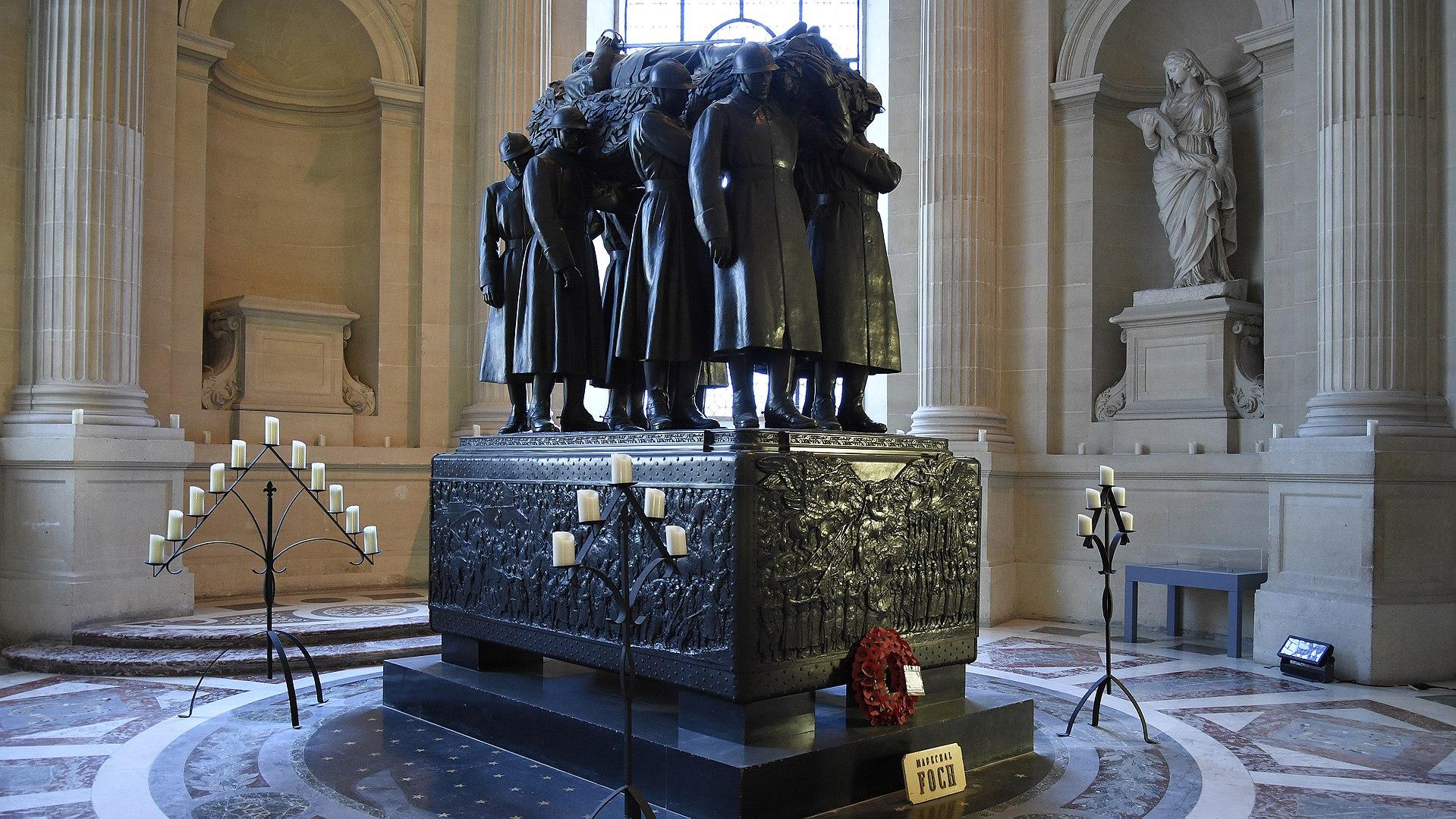 la tombe du maréchal Foch aux Invalides à Paris