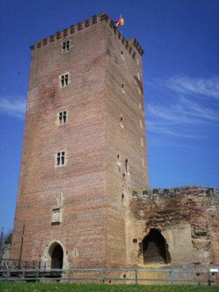 Le château de Montaner, construit par les cagots, pour Gaston Fébus.