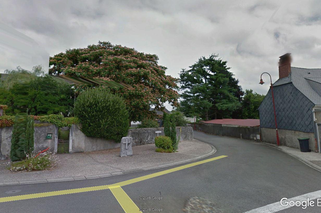 le monument commémoratif qui rappelle la présence de la croix
