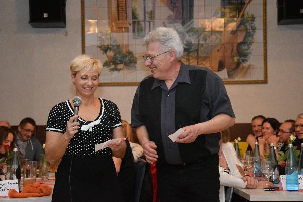 Birte und Hartmut begüßen die Gäste