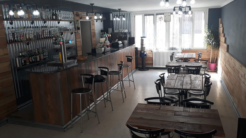 CHEZ FERNAND - Bar Restaurant - Place du Bosquet - 04 66 46 81 38