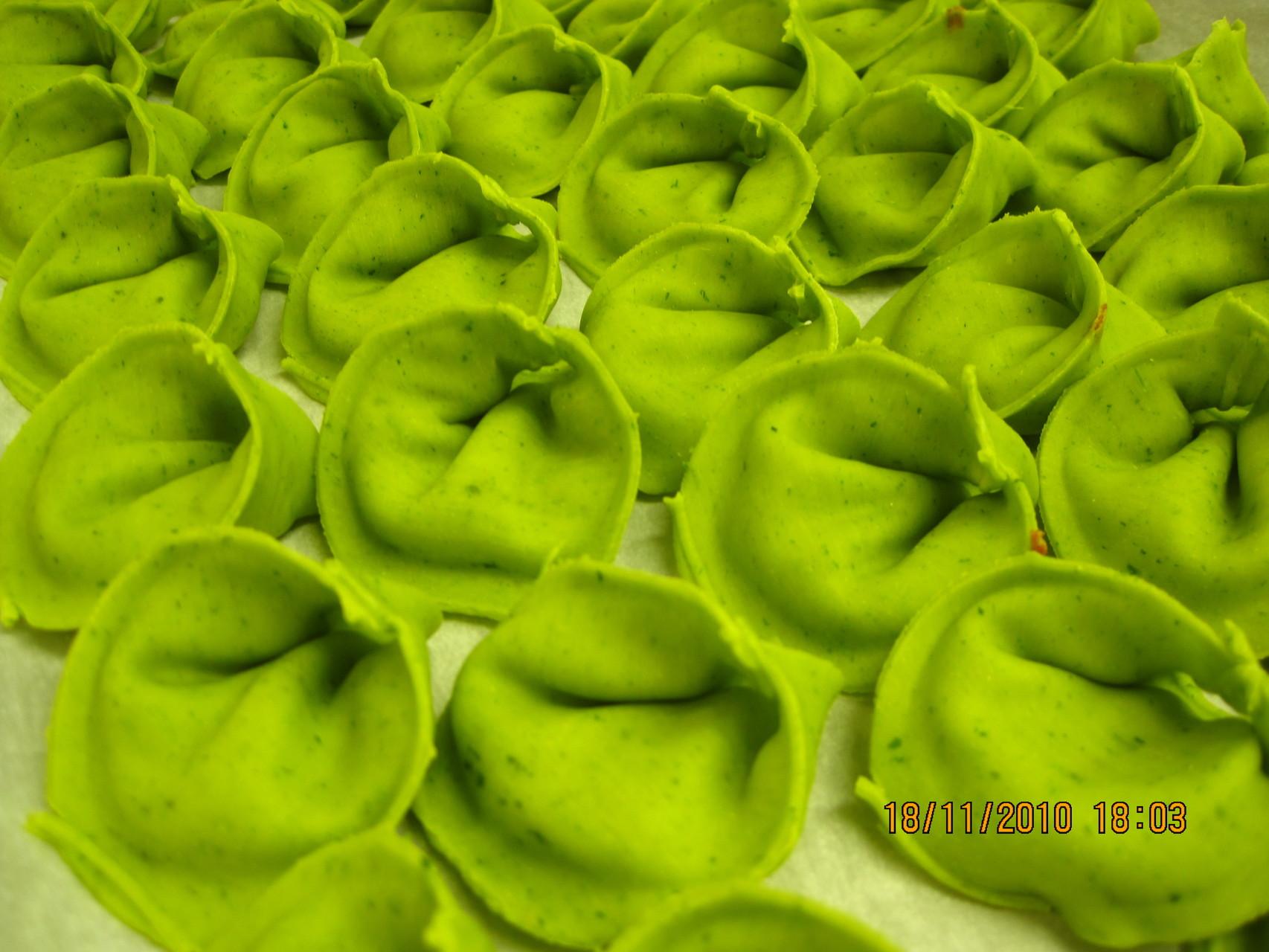 Grüne Ravioli mit Büffelricotta gefüllt