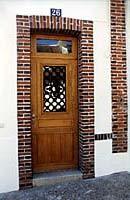 Porte avec grille