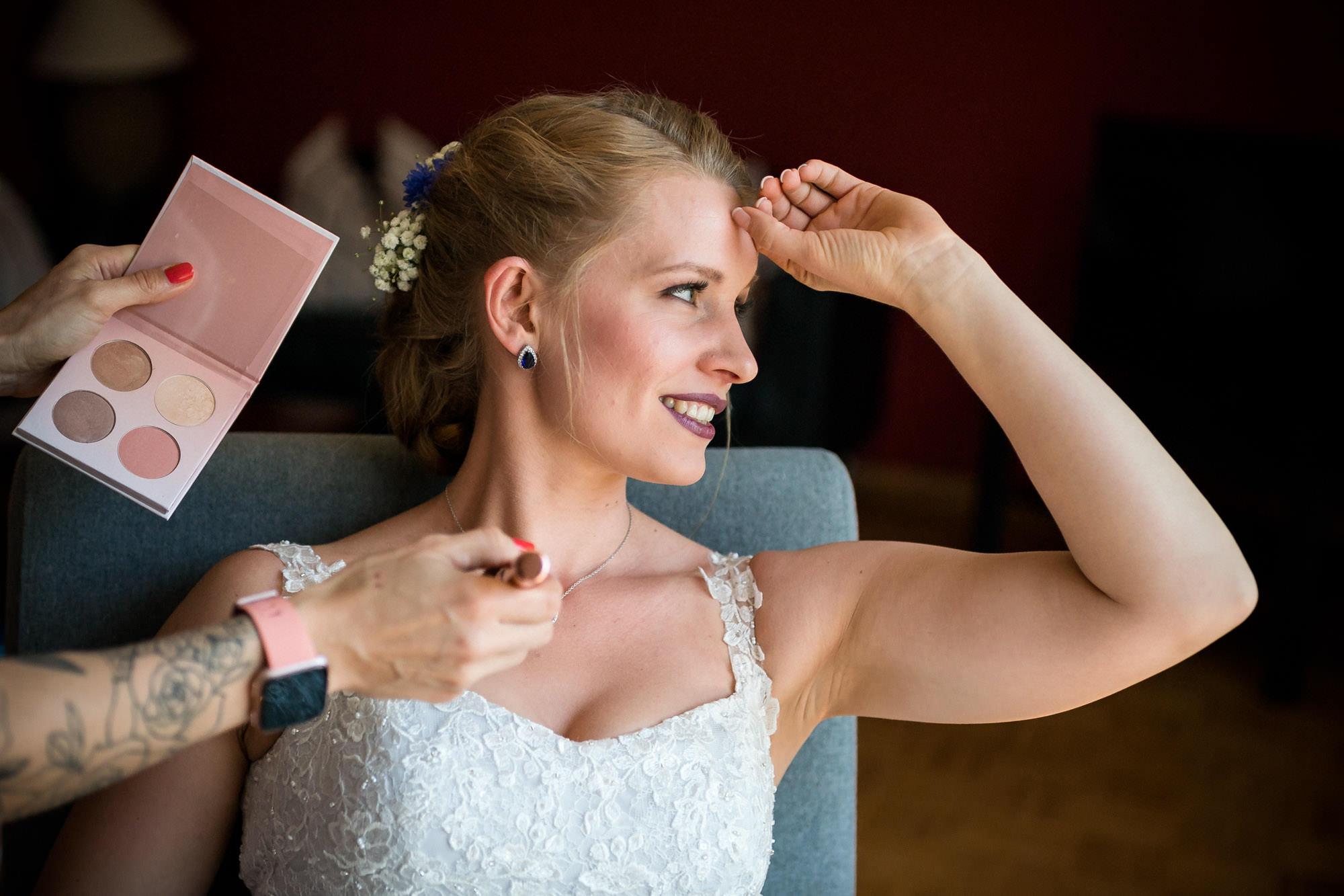 Braut beim Getting Ready - Eggershof - FOTOFECHNER